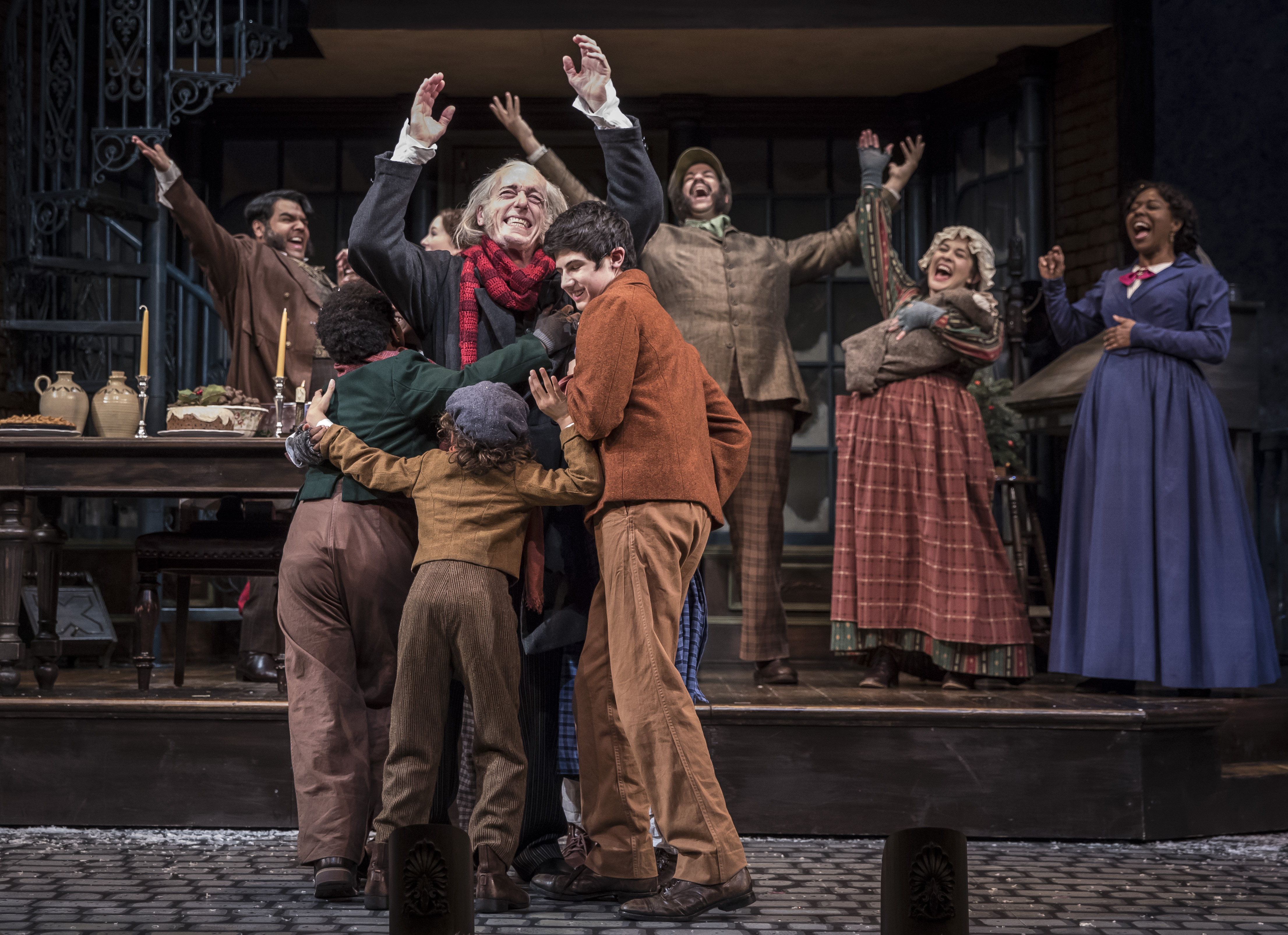 TWO HOLIDAY SHOWS TAKE THE STAGE AT GOODMAN THEATRE THIS SEASON |